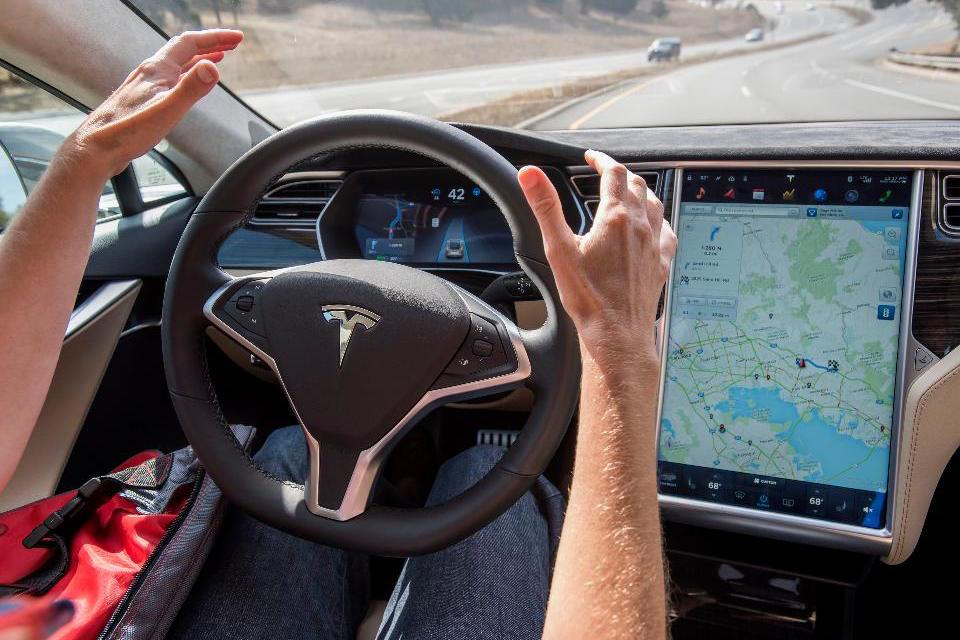 Tesla-Autopilot-1-1