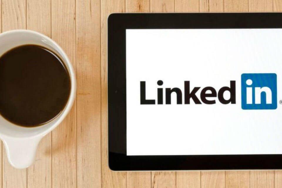 LinkedIn traduzioni automatiche: come funziona la nuova feature